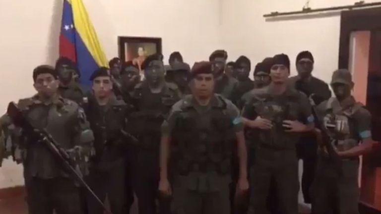 """Rebelión en Venezuela: un grupo de militares se levantó contra la """"tiranía asesina"""" de Nicolás Maduro"""