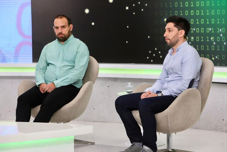 Federico Bayle (Dymaxion Labs) y Hernán Lasansky (ÜMA Health) explicaron cómo los algoritmos pueden utilizarse tanto en la medicina cómo en el sector agrícola