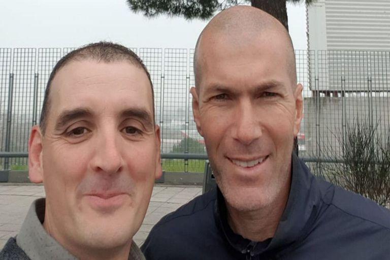 Zidane lo chocó con su auto y él aprovechó para sacarse una selfie