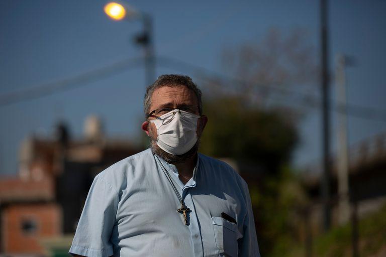 Guillermo Torre, uno de los párrocos de la villa 31, tiene coronavirus