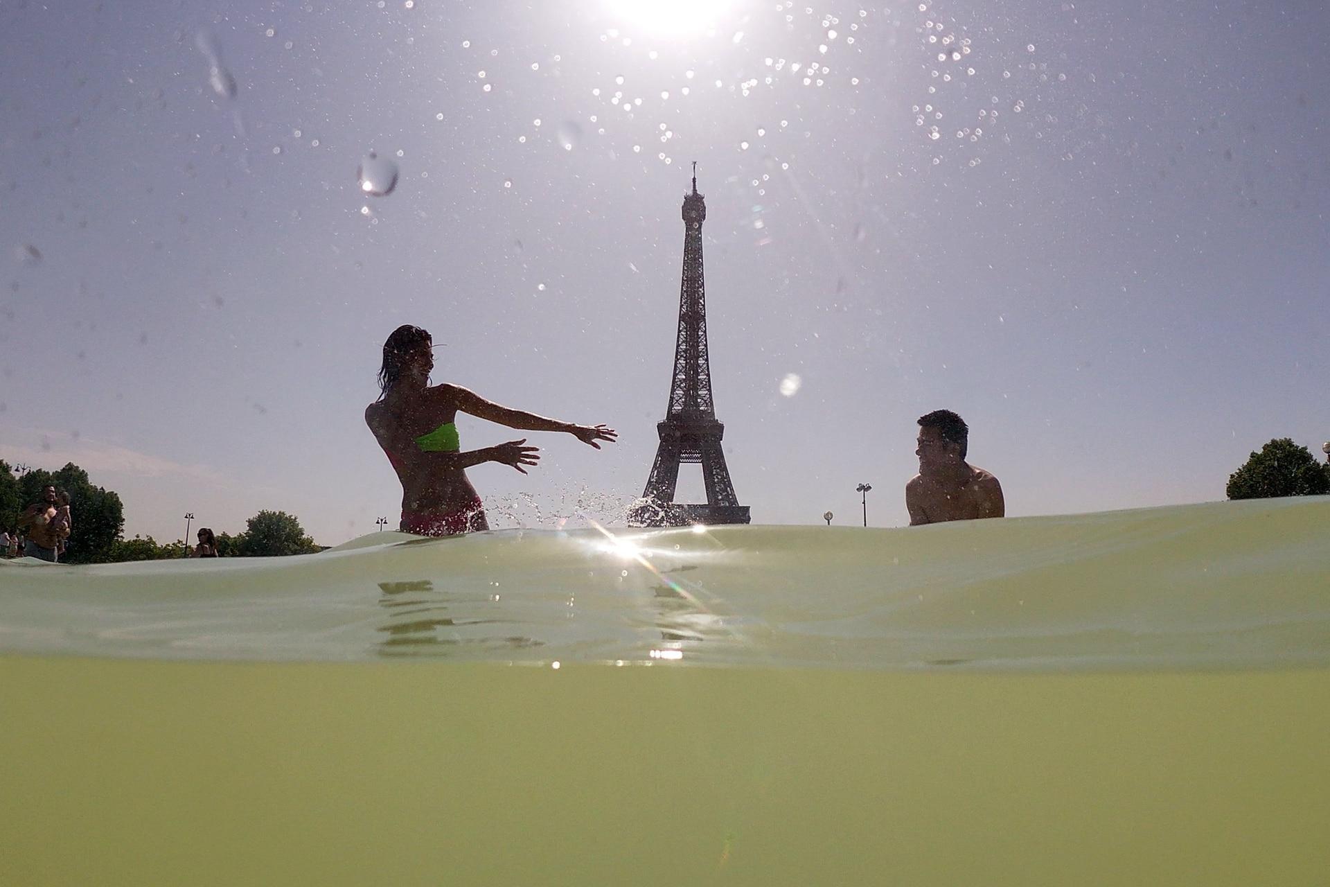 Fuentes de Trocadero junto a la Torre Eiffel en París