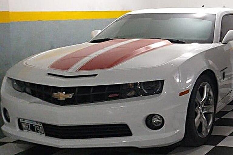 La banda adquirió varios automóviles deportivos de alta gama