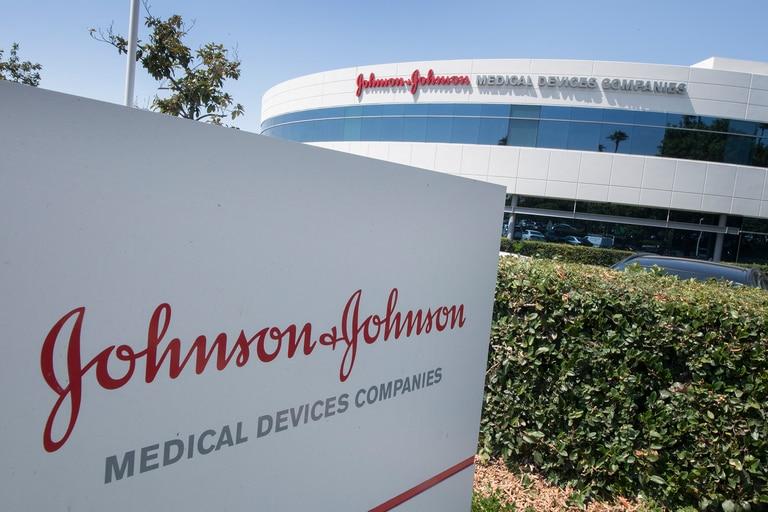 La farmacéutica Johnson & Johnson comenzará ensayos de su vacuna contra el coronavirus en mujeres embarazadas y niños, incluso bebés recién nacidos