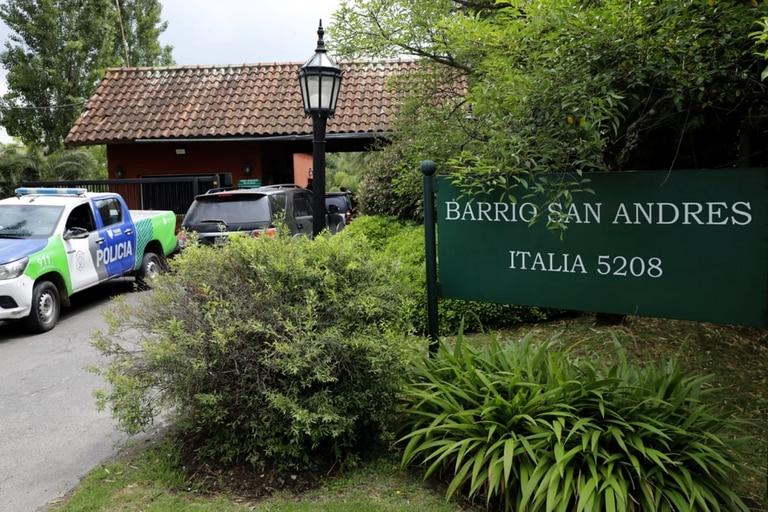 El acceso al barrio dónde residía Diego Maradona.