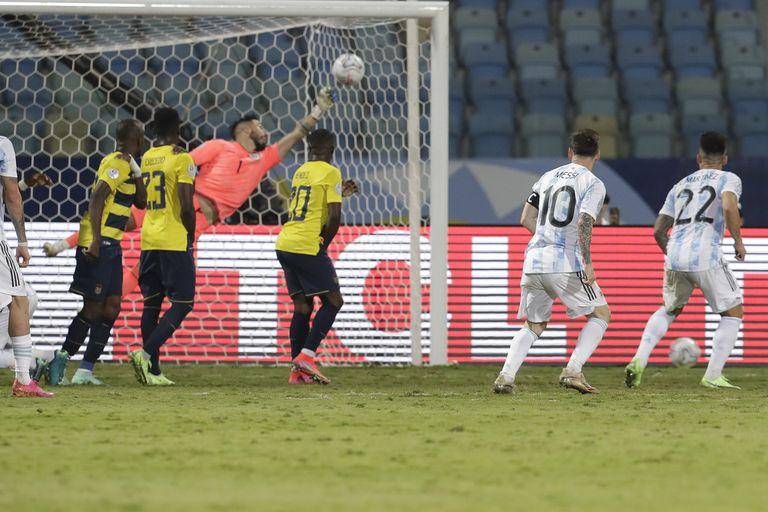 Ya es gol. Y Messi lo sabe