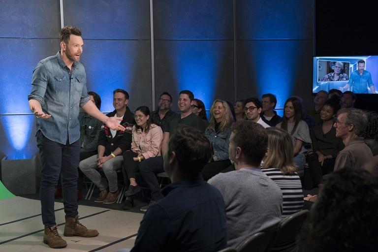 Joel McHale al frente de un show que se ríe de todo y de todos