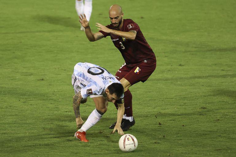 Paren a Messi: Mikel Villanueva le comete falta al capitán argentino recibió cuatro infracciones, más que cualquier otro jugador