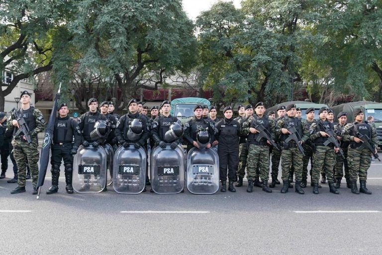 Dieron positivo de coronavirus 14 guardias de Infantería de la PSA en Ezeiza