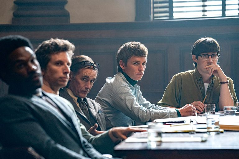 El juicio de los 7 de Chicago de Aaron Sorkin con Sacha Baron Cohen, Jeremy Strong , Eddie Redmayne, Michael Keaton, Mark Rylance, John Carroll Lynch, Joseph Gordon Levitt