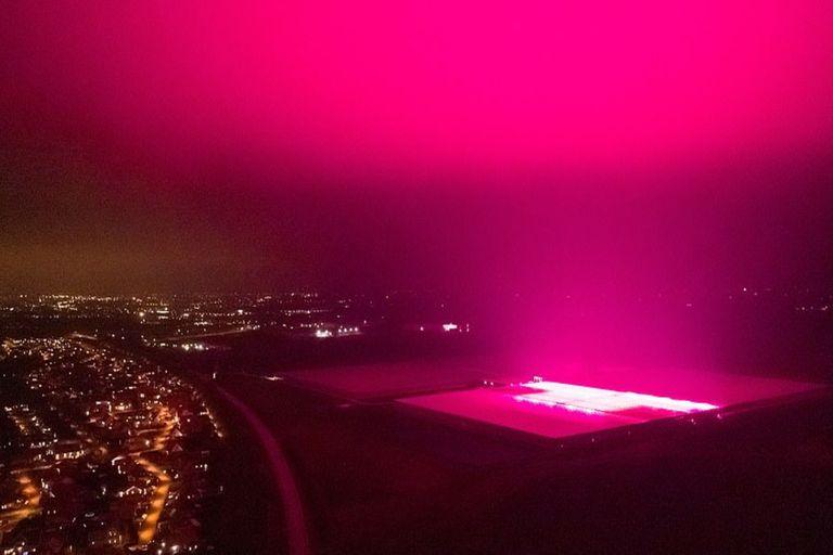 Desconcierto en Suecia: un resplandor púrpura cubrió el cielo de toda una ciudad