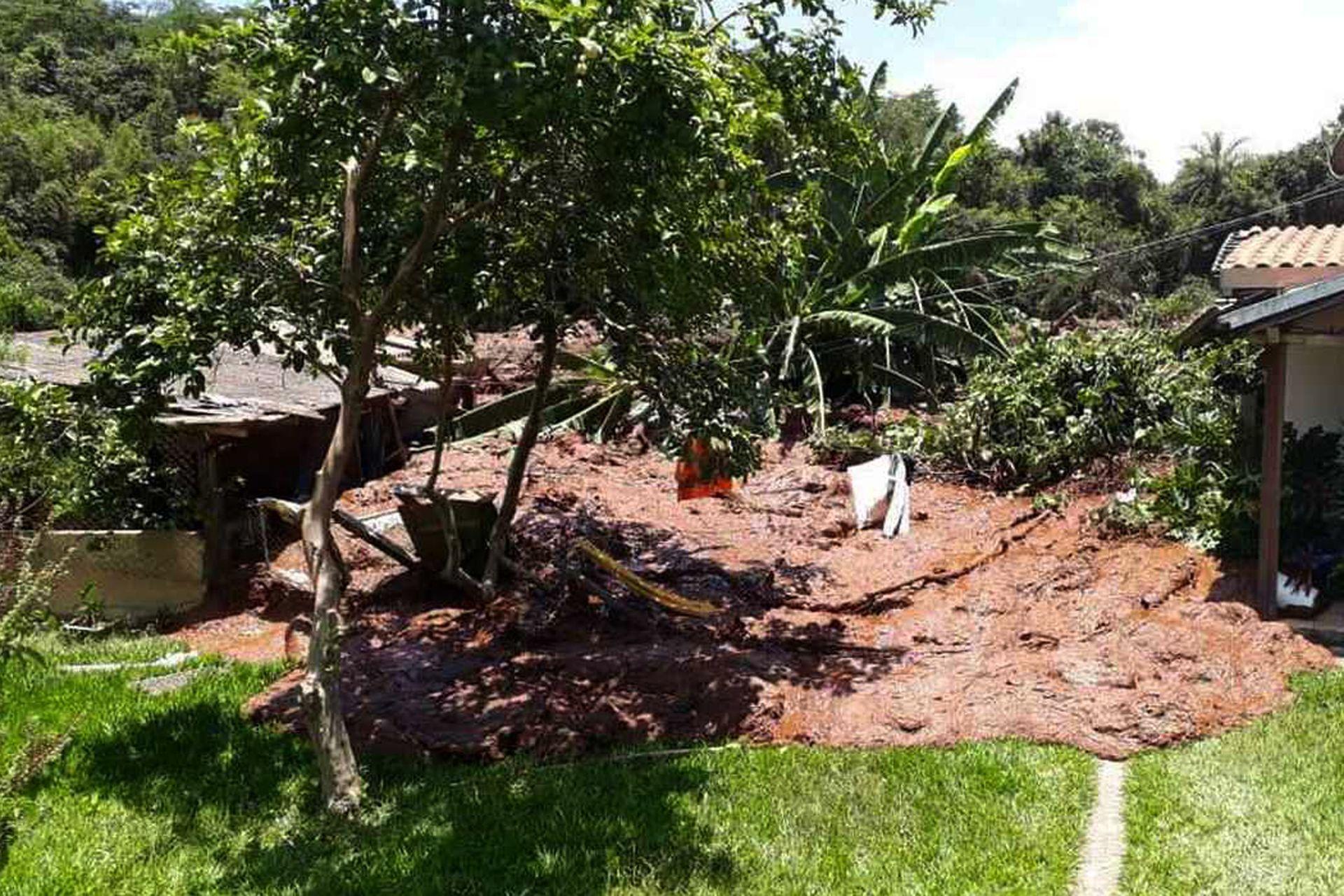 El barro destruyó varias viviendas en la localidad cercana a la mina