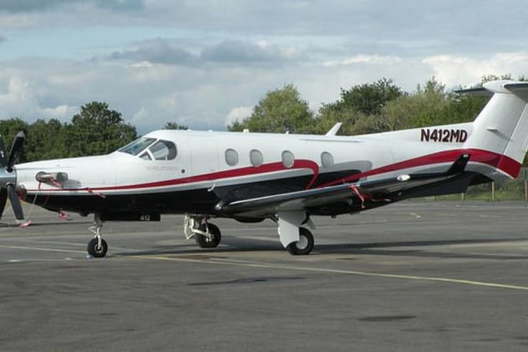 Según la Autoridad de Aviación Civil, el empresario fue acusado de aterrizar ilegalmente un avión privado de £2 millones en la antigua base de la RAF, del Príncipe William