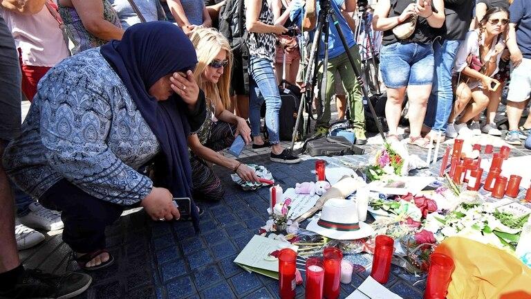 Atentados en Barcelona: los terroristas compraron cuatro cuchillos y un hacha horas después de atacar La Rambla