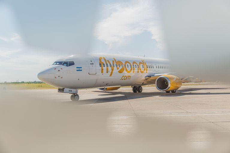 Flybondi: la aerolínea low cost vuelve a volar a partir de hoy