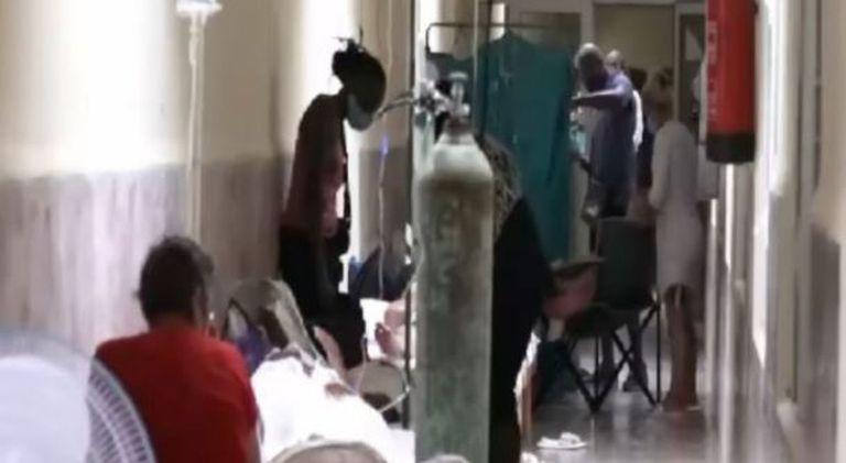 En muchos hospitales en Cuba los enfermos están en los pasillos por falta de espacio