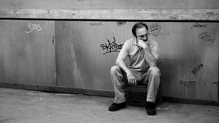 Jimmy/Saul en la Nebraska en blanco y negro del presente