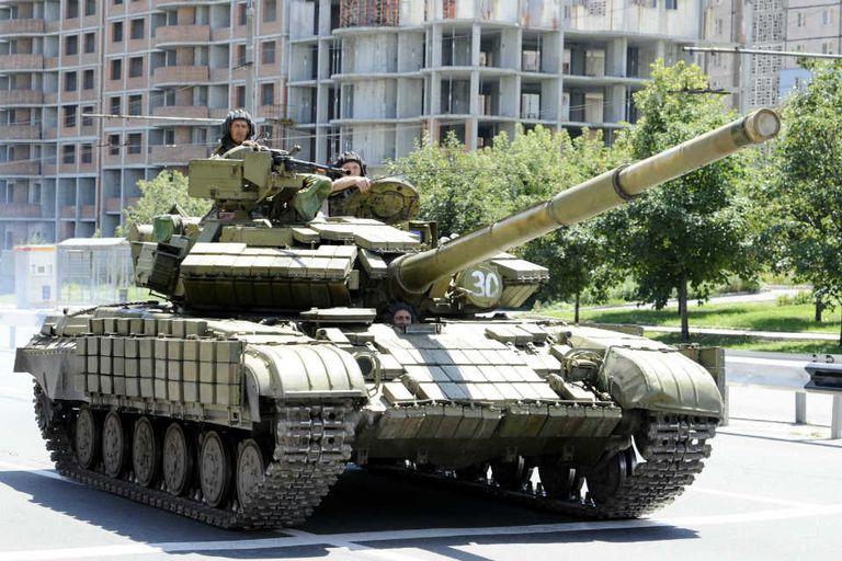 Los tanques de los separatistas rusos circulan en varias ciudades del este de Ucrania