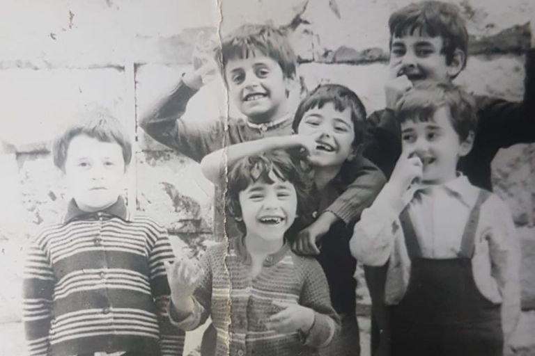 Gagik con amigos en la ciudad de Dilijian, a 100 kilómetros de Ereván, la capital de Armenia