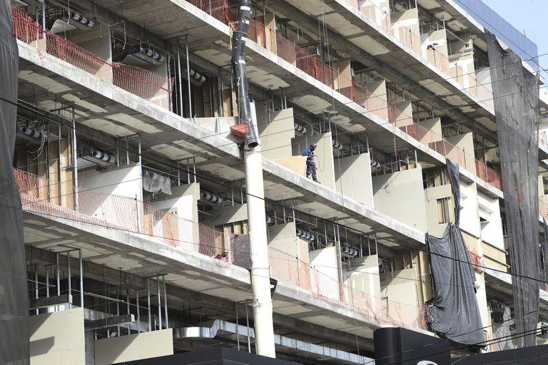 En la avenida Universidad, en Ciudad de México, se encuentra una construcción en obra negra un ex edificio de oficinas que será un hospital del grupo Ángeles