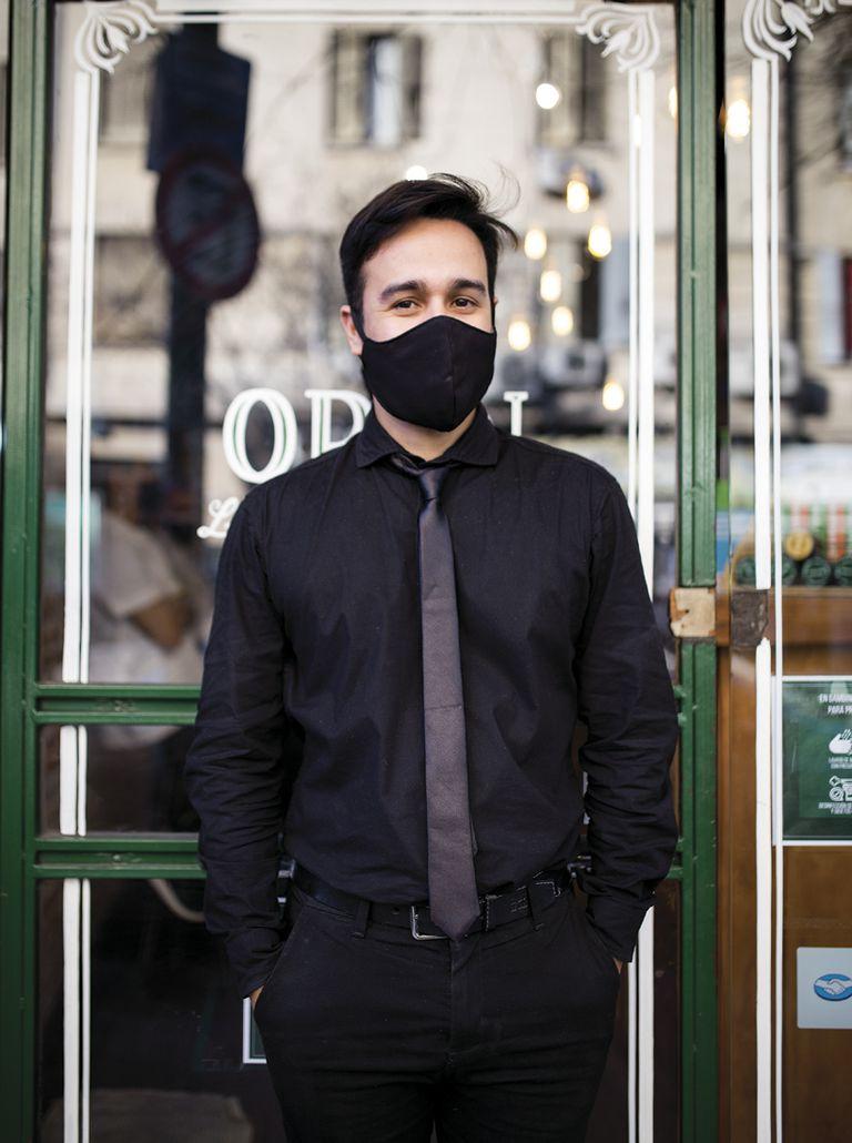 """Luis (34) Peluquería: Gambino. ¿Qué es lo que más extrañabas del local? """"Para empezar el sueldo, pero también estar activo y salir a trabajar""""."""
