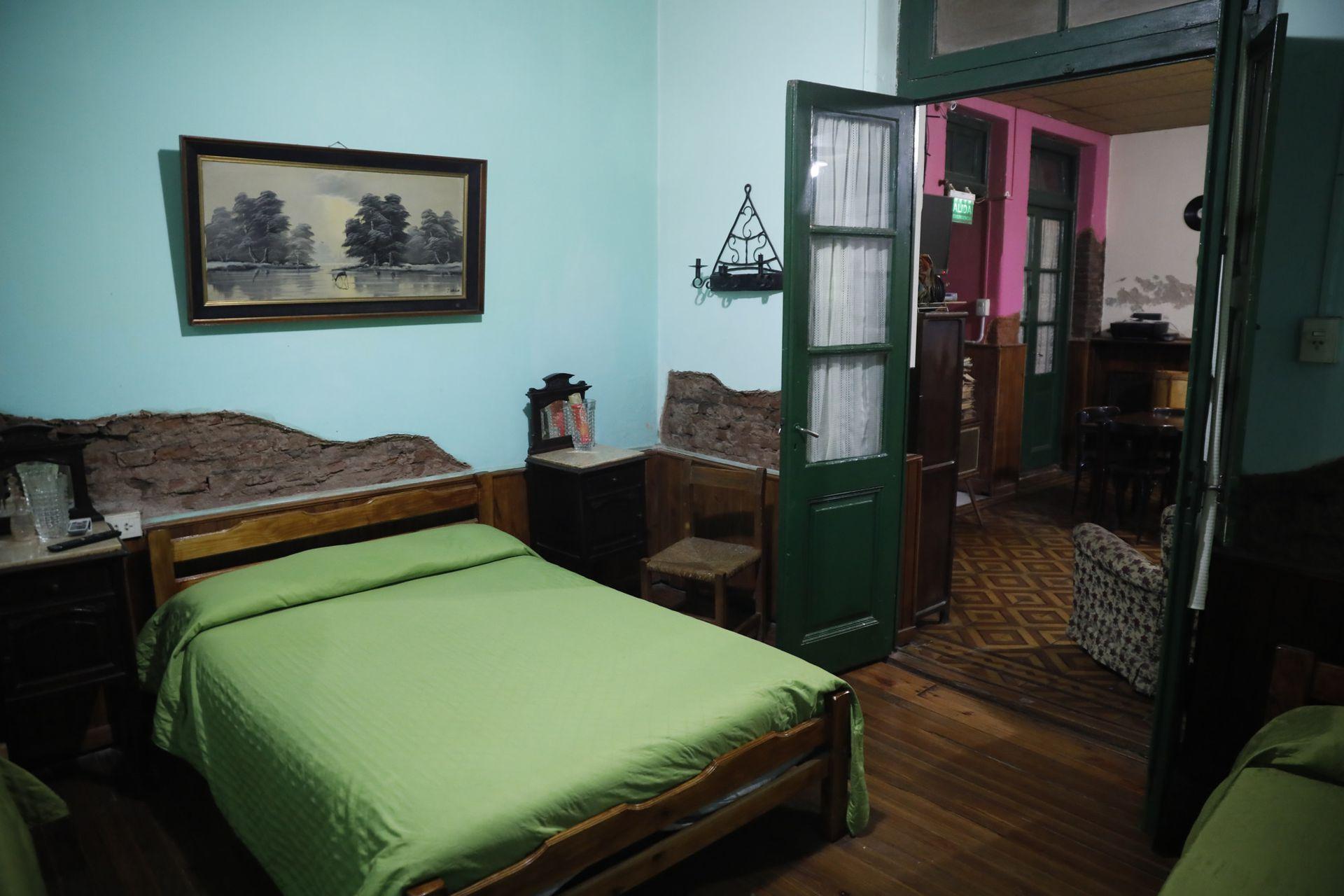 Hay tres habitaciones disponibles para alojar visitantes