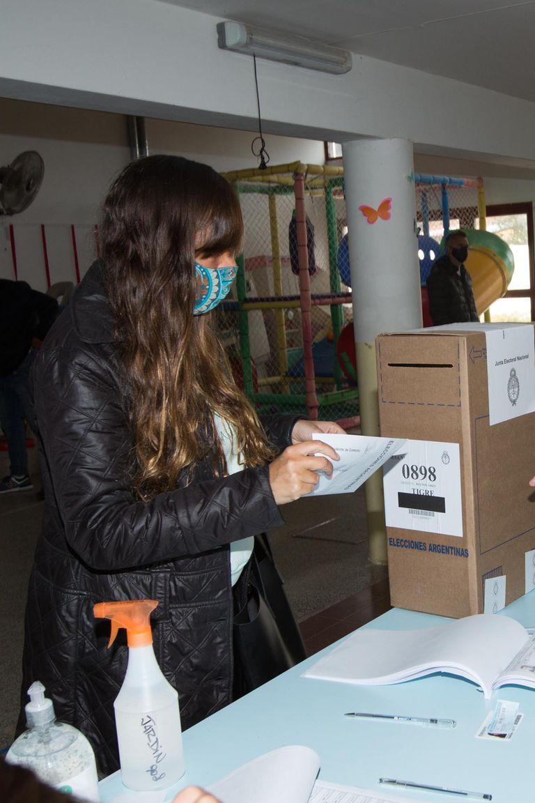 Votando, en el Jardín de Infantes N°908 de Tigre