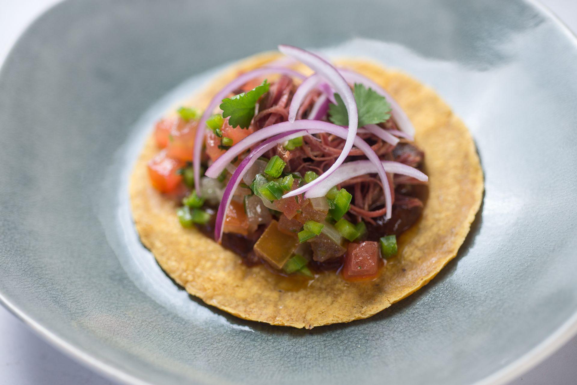 Este emprendimiento se propone ofrecer platos que reflejen lo más fielmente posible la riqueza de la gastronomía de México.