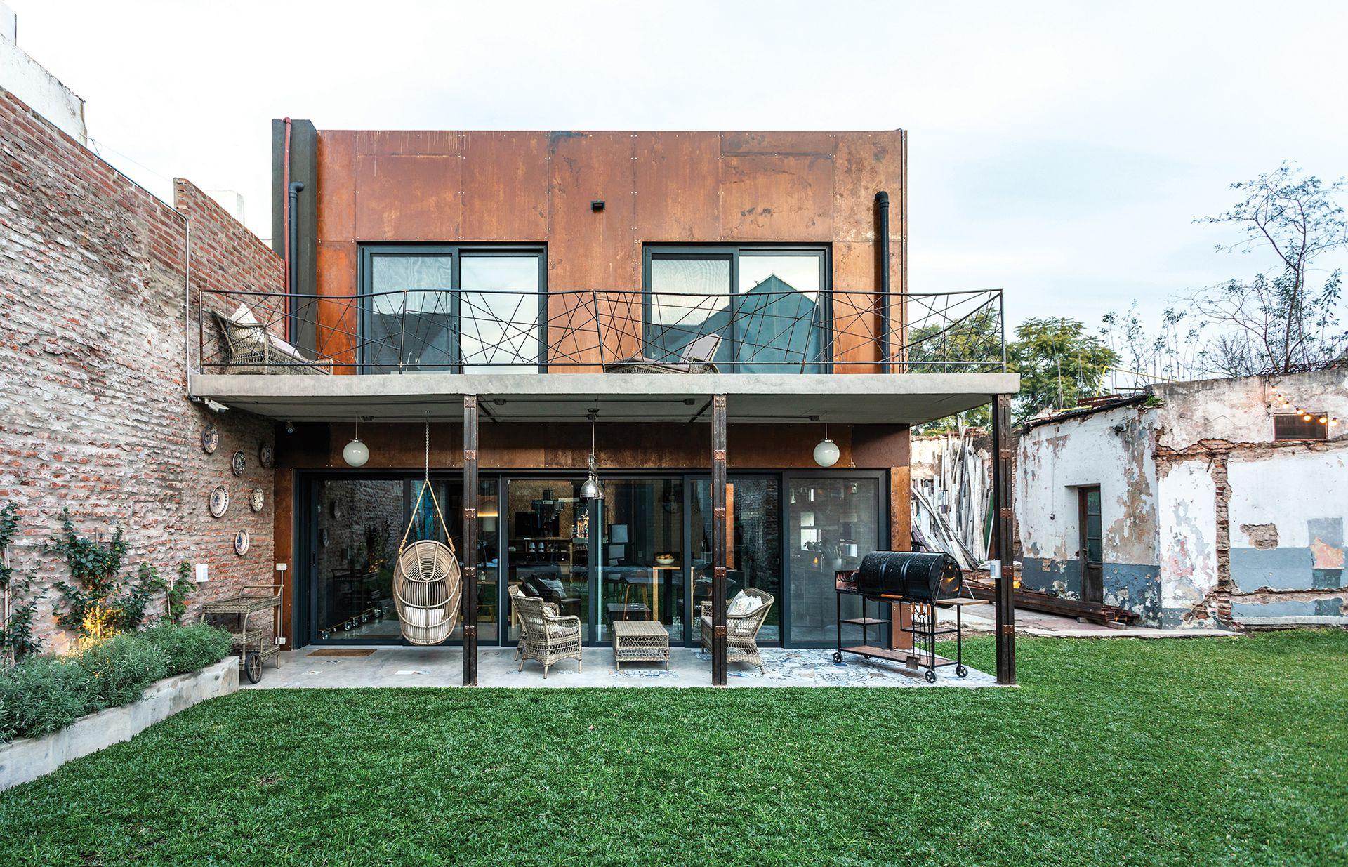 La audacia de una arquitecta transformó por completo una vieja fábrica de instrumentos para crear una casa con un diseño tan meticuloso como provocativo.