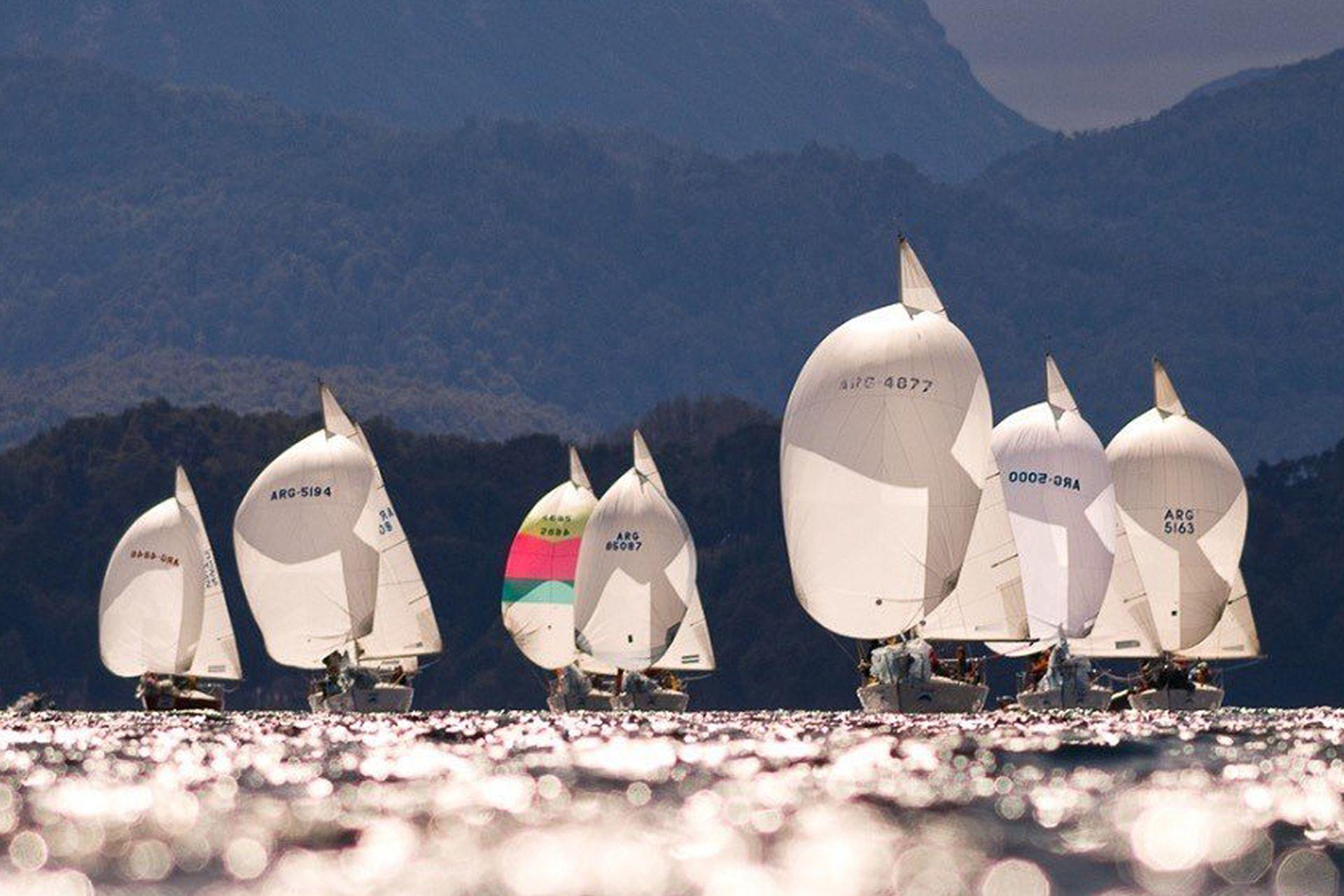 La energía del viento. Lagos como el Nahuel Huapi, en Bariloche, son ideales para practicar deportes a vela