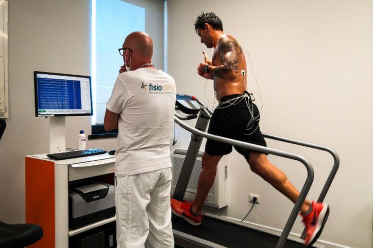 Delfino, durante la revisión médica en Pesaro.