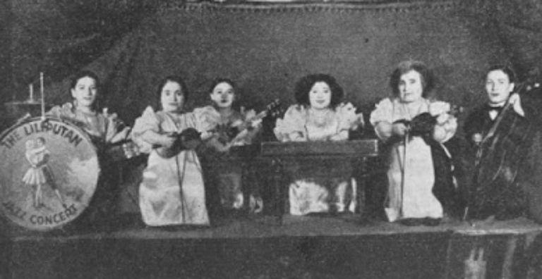 La familia Ovitz realizaba giras con sus espectáculos por todo el centro europeo y podían actuar y cantar en varios idiomas