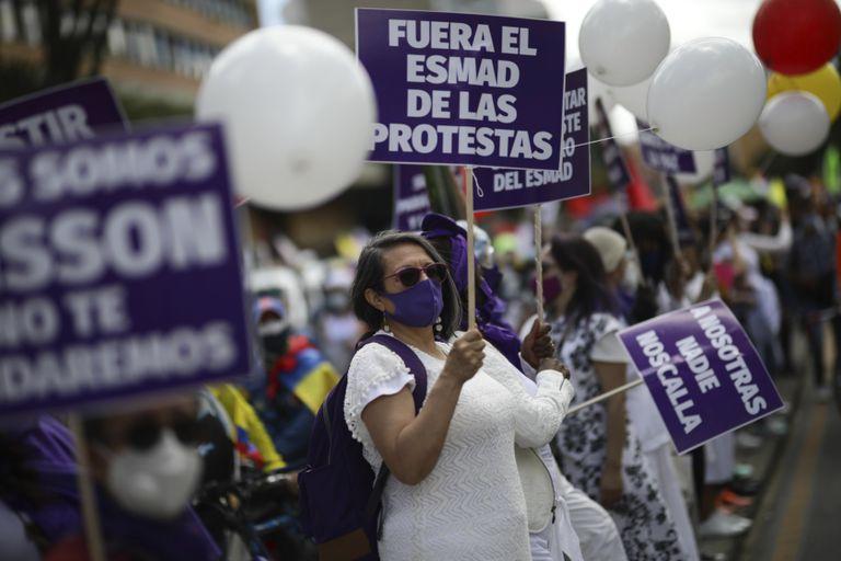 Efecto Chile: decidida a cambiar Colombia, la protesta gana impulso