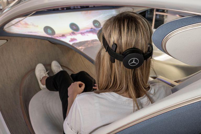 Una vista de la interfaz cerebro máquina de Mercedes-Benz, equipado con sensores que registran las ondas cerebrales del conductor