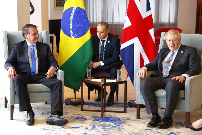 La reacción de Bolsonaro cuando Boris Johnson le recomendó la vacuna de AstraZeneca
