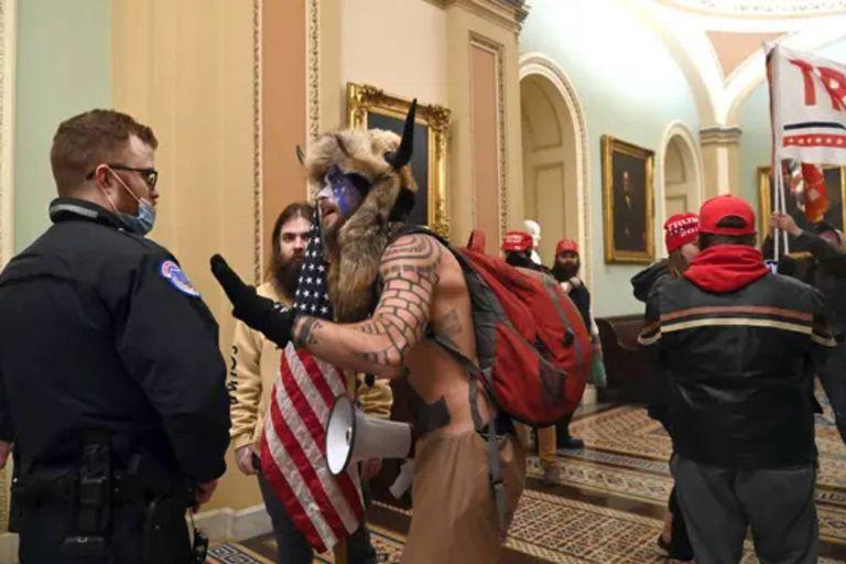 Angeli, también conocido como Yellowstone Wolf, se enfrentó con la policía en el interior del Capitolio