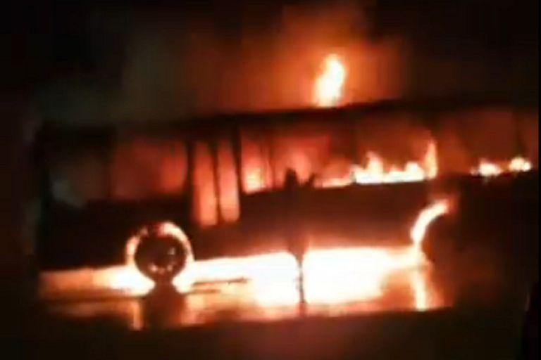Nordelta: incendio en un micro que trasladaba a jóvenes deportistas