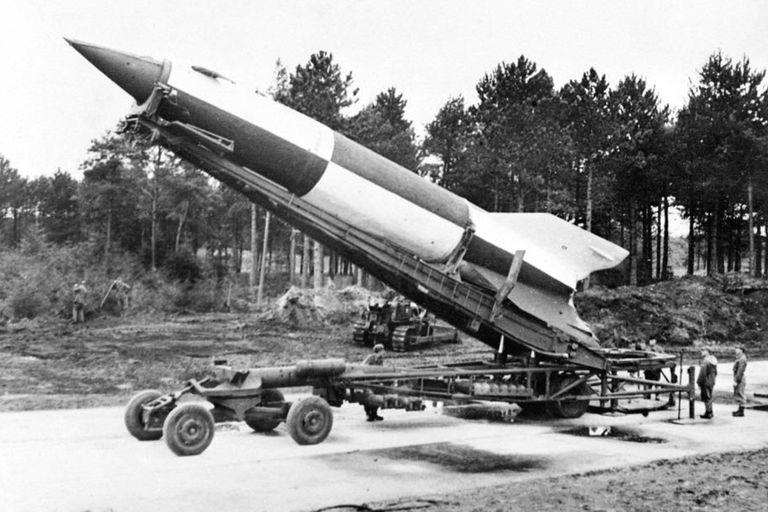 Un equipo de arqueólogos descubrió los restos de un misil V2, uno de los cohetes balísticos de largo alcance que usaron los alemanes en la Segunda Guerra Mundial y que ocasionaron al menos 9000 muertes en Gran Bretaña