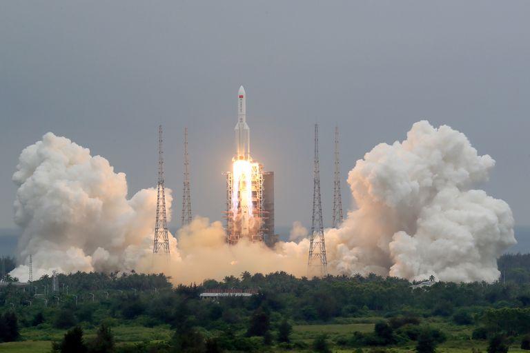 Un usuario puso en venta el cohete chino por Mercado Libre