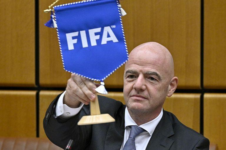 Gianni Infantino, presidente de la FIFA, evalúa la posibilidad de llevar la sede del fútbol mundial a los Estados Unidos