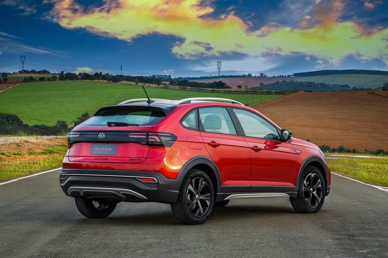 El Volkswagen Nivus exhibe una lograda estética posterior con luces LED