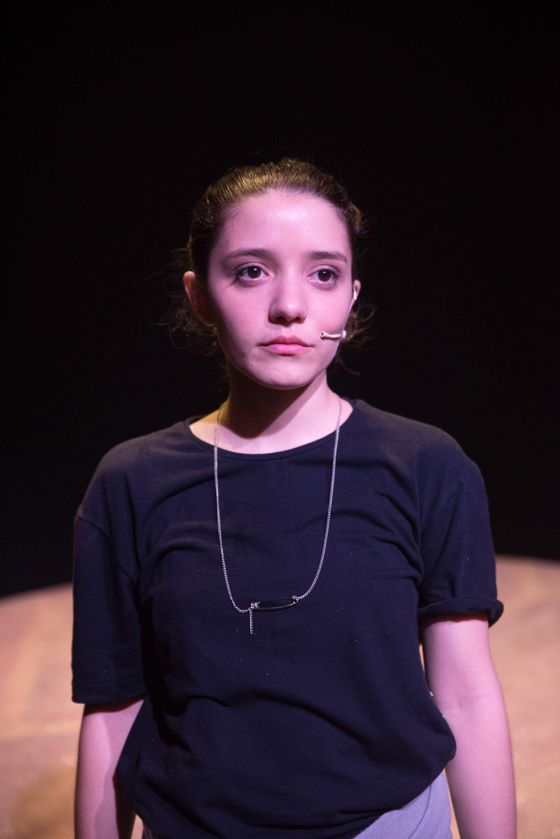 Julia Tozzi, un enorme talento de la nueva camada de artistas completos del teatro musical: es conmovedora en su escena solista de Juegos