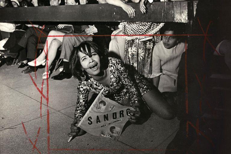Una fan de Sandro radicada en Estados Unidos, en el show del Gitano en el Madison Square Garden, 1970