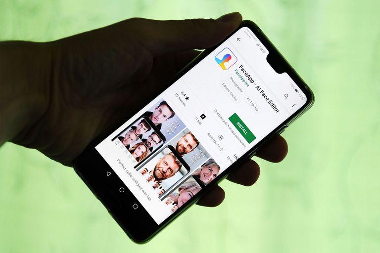 FaceApp asegura que las fotos no son usadas con ninguna otra finalidad y que la mayoría de ellas son borradas de sus servidores 48 horas después de haber sido subidas por los usuarios