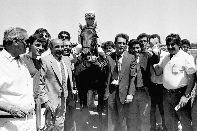 El primer triunfo de Diego Maradona en las carreras, con Midri en San Isidro, guiado por Jorge Valdivieso