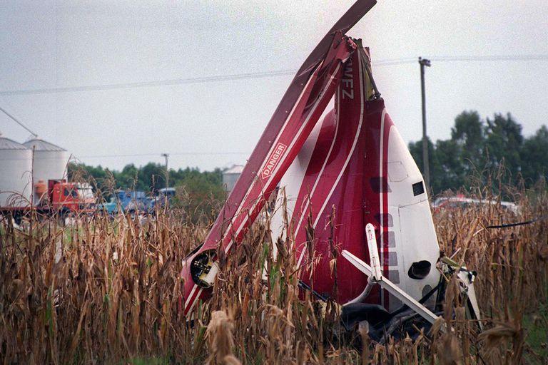 Los restos del helicóptero de Carlitos Menem Junior.