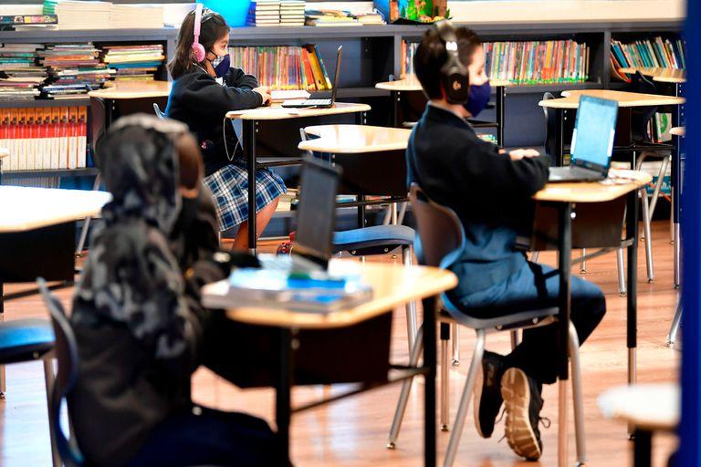 Clases presenciales en una escuela de La Puente, en el estado de California