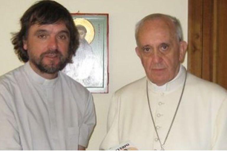 """Un grupo de sacerdotes, incluido el padre """"Pepe"""", cuestionaron a los """"voceros autoposiciones"""" del Papa"""