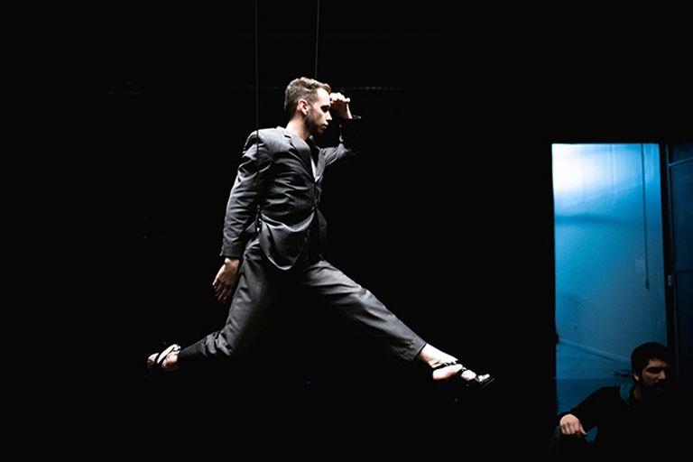 El agujero de la danza, la inclasificable y expansiva conferencia performática de Juan Onofri Barbato