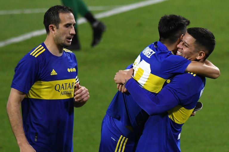 Avanza en la Copa Argentina y Battaglia aprobó un examen, pero siguen las dudas