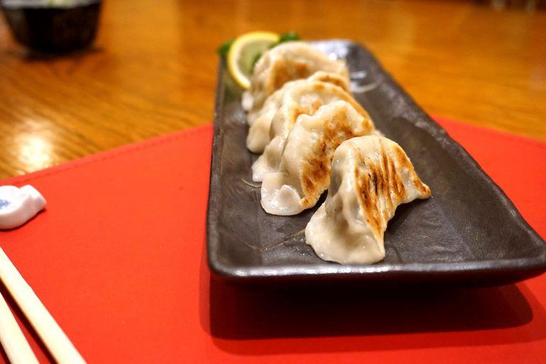 Algunas se terminan en la plancha, crocantes, como estos de Kitayama